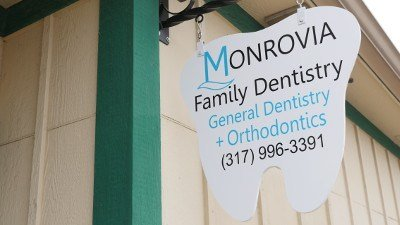 Monrovia Family Dentistry Street Sign